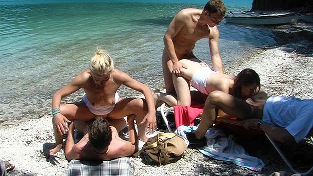 Телки групповым сексом расплачиваются за прогулку по морю