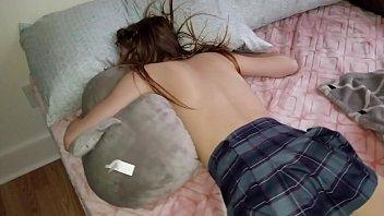 Девушка уснула без трусиков и была лишена анальной девственности похотливым соседом