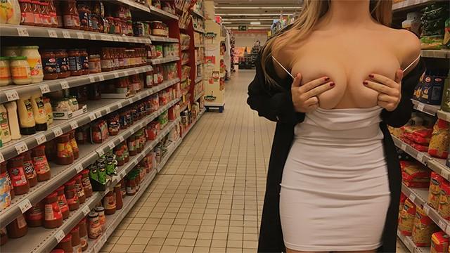Блонда после корпоратива перепихнулась с коллегой по работе прямо в магазине
